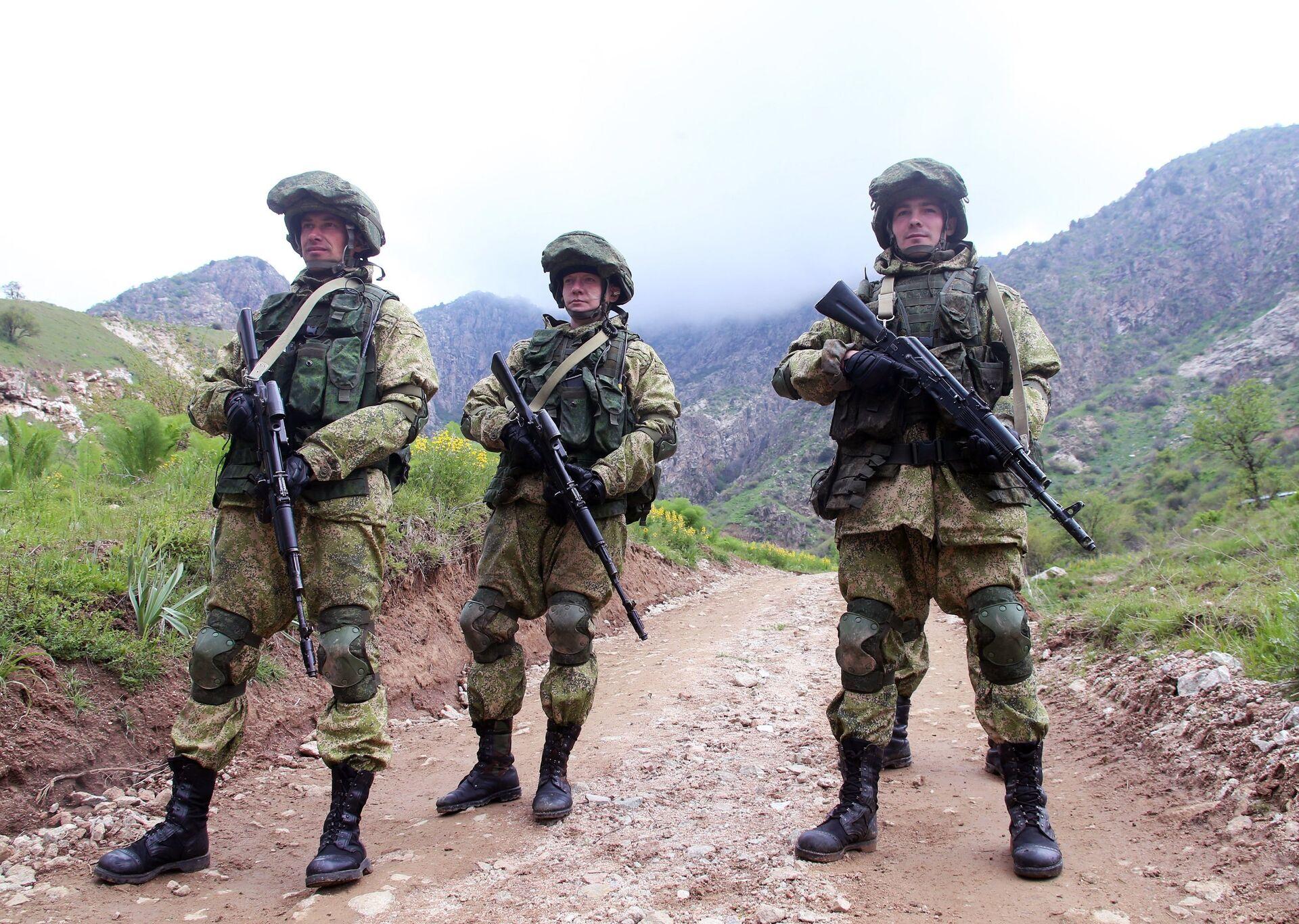 Военнослужащие российской армии во время учений в Таджикистане - РИА Новости, 1920, 03.06.2021