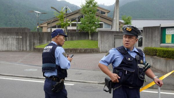 Полиция Японии на месте происшествия. 26 июля 2016 год