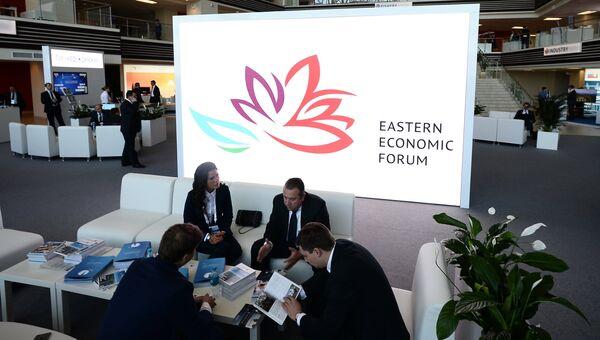 Участники и посетители Восточного экономического форума. Архивное фото