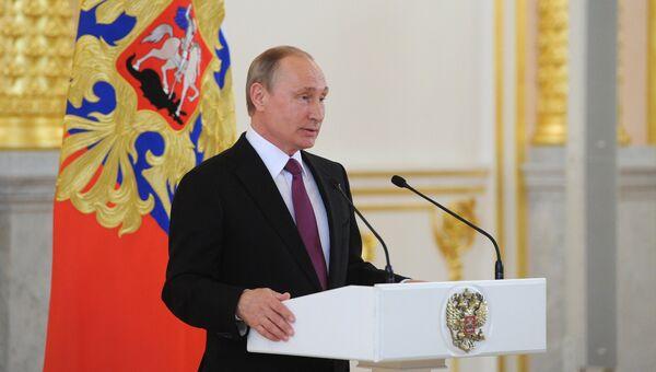 Президент РФ В. Путин встретился с российской олимпийской сборной в Кремле