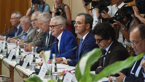Делегаты парламента Франции на встрече с председателем Государственного совета Республики Крым Владимиром Константиновым