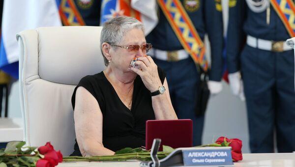 Глава МЧС вручил ордена Мужества семьям членов экипажа Ил-76, разбившегося под Иркутском