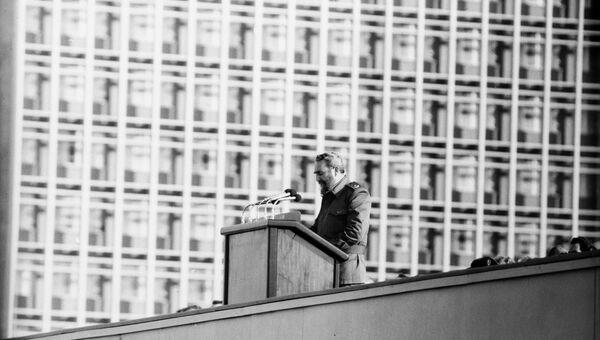 Первый секретарь ЦК Компартии Кубы, Председатель Государственного Совета и Совета Министров Республики Кубы Фидель Кастро Рус на митинге памяти кубинцев