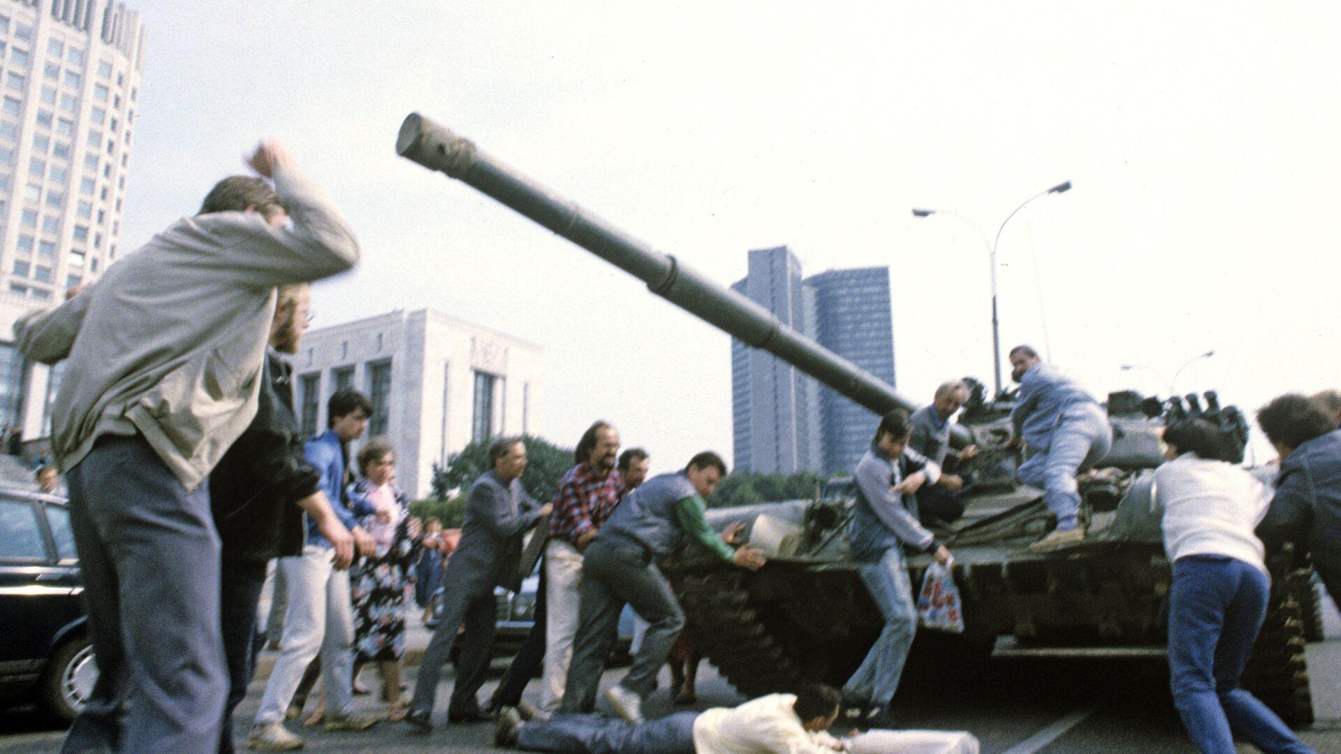 Хасбулатов назвал реального виновника распада СССР