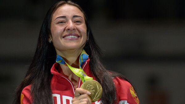 Яна Егорян, завоевавшая золотую медаль в индивидуальном первенстве по фехтованию на саблях на XXXI летних Олимпийских играх