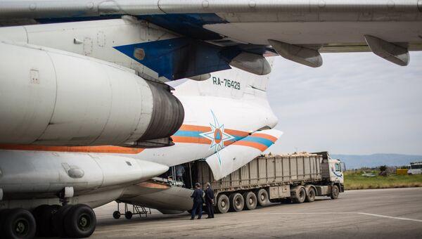 Самолет МЧС России с грузом гуманитарной помощи на борту прибыл в аэропорт Латакии
