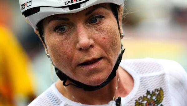 Ольга Забелинская после финиша в групповой гонке на соревнованиях по шоссейному велоспорту