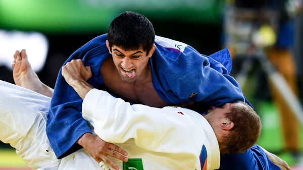 Денис Ярцев и Лаша Шавдатуашвили в утешительном поединке мужских соревнований по дзюдо