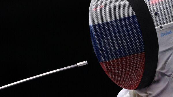 Любовь Шутова во время поединка командного первенства по фехтованию на шпагах на XXXI летних Олимпийских играх