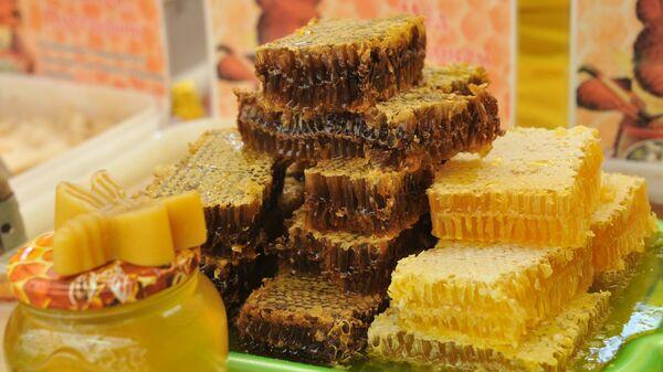 Продукция пчеловодства . Архивное фото