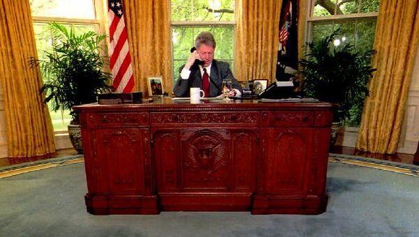 Президент США Билл Клинтон в Овальном кабинете Белого дома