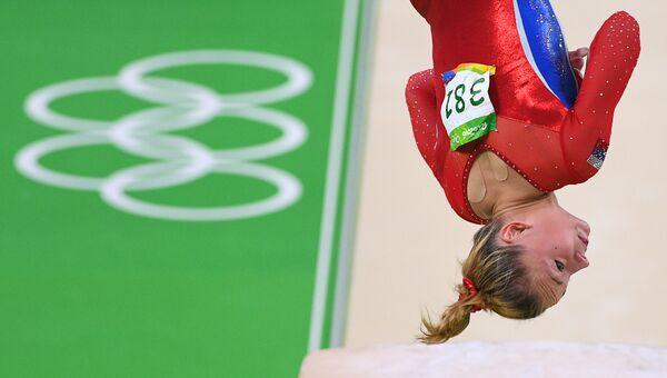 Мария Пасека выполняет опорный прыжок во время XXXI летних Олимпийских игр
