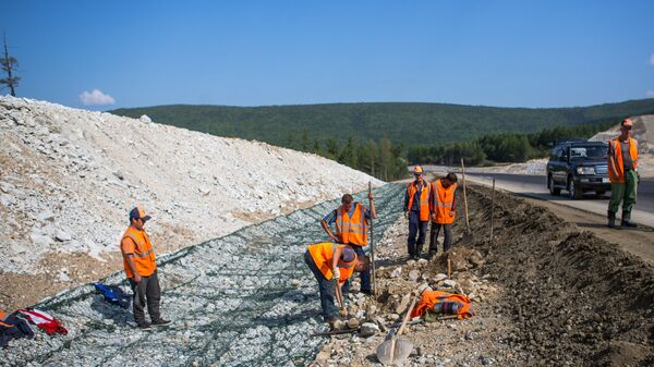 Строительные работы на федеральной трассе М-56  Лена в Приамурье. Архивное фото