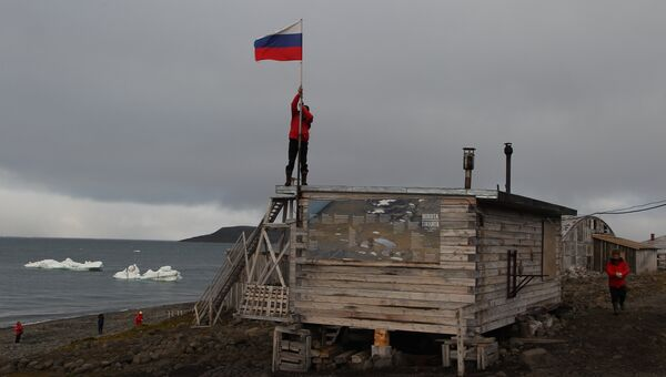 Подготовка станции в бухте Тихая к консервации на зимний период