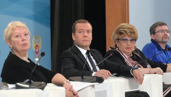 Премьер-министр РФ Д. Медведев принял участие во Всероссийском совещании педагогов