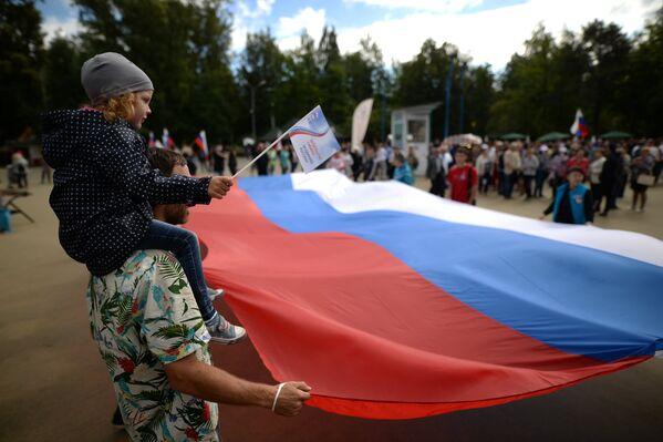 Празднования Дня Государственного флага Российской Федерации в Центральном парке Новосибирска