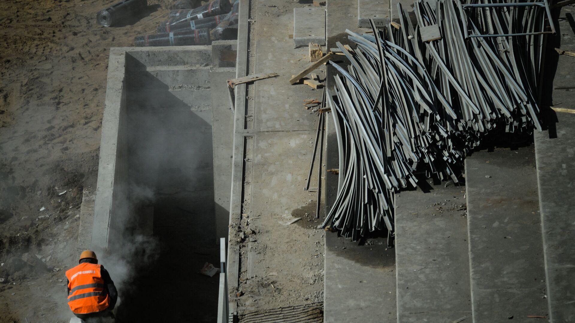 Рабочий на стройке в Москве - РИА Новости, 1920, 30.03.2021