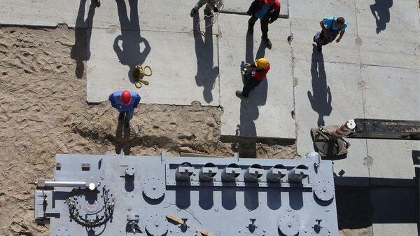 Рабочие на строительстве