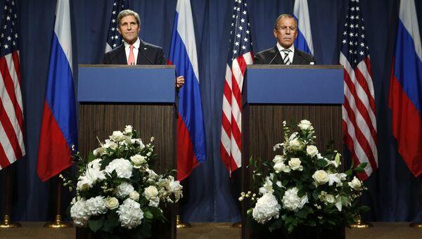 Глава МИД РФ Сергей Лавров и госсекретарь США Джон Керри на переговорах по урегулированию сирийского кризиса Женеве, Швейцария