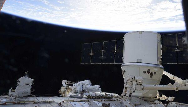 Выход в открытый космос астронавтов НАСА Джеффри Уилльямса и Кэтлин Рубинс