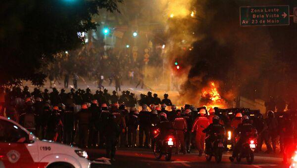 Столкновения полиции со сторонниками Дилмы Роуссефф в Сан-Паулу после импичмента