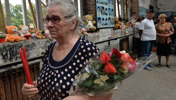 Участники траурных мероприятий 1-го сентября в Беслане. Архивное фото