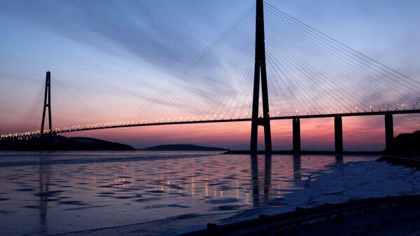 Вантовый мост через пролив Босфор Восточный на остров Русский во Владивостоке. Архивное фото