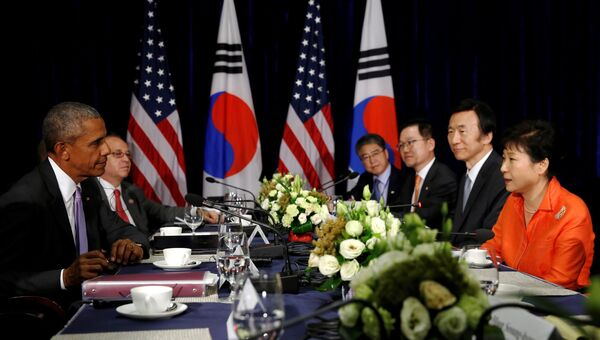 Президент США Барак Обама и лидер Южной Кореи Пак Кын Хе на встрече в Лаосе. 6 сентября 2016