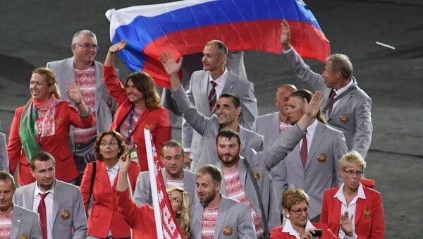 Представители Белоруссии во время парада атлетов и членов национальных делегаций на церемонии открытия XV летних Паралимпийских игр 2016 в Рио-де-Жанейро. 8 сентября 2016