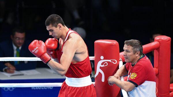 Боксер Евгений Тищенко и тренер Олег Меньшиков на XXXI летних Олимпийских играх