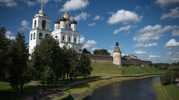 Свято-Троицкий кафедральный собор Псковского Кремля в Пскове
