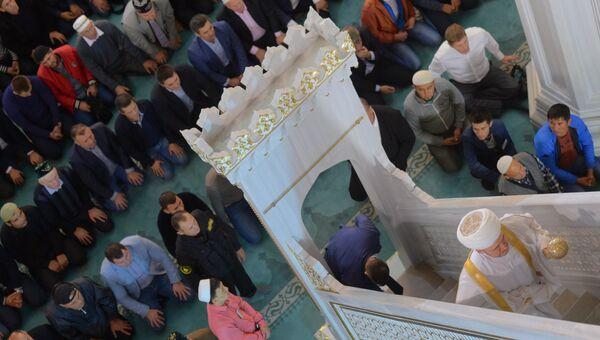 Председатель совета муфтиев России Равиль Гайнутдин в Московской Соборной мечети во время празднования Курбан-Байрама в Москве. 12 сентября 2016