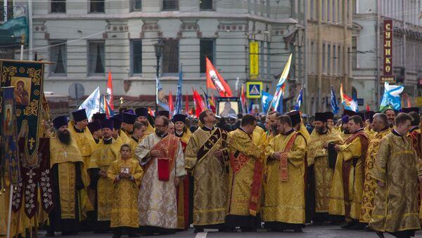 Крестный ход в День перенесения мощей Александра Невского в Санкт-Петербурге