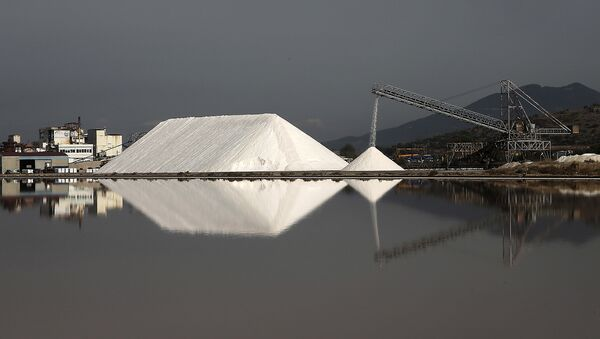 Добыча соли в Греции. Архивное фото
