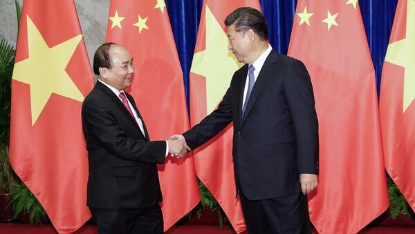 Председатель КНР Си Цзиньпин и премьер-министр Вьетнама Нгуен Суан Фук во время встречи в Пекине. 13 сентября 2016