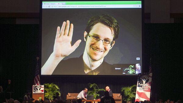Эдвард Сноуден во время выступления по видеосвязи