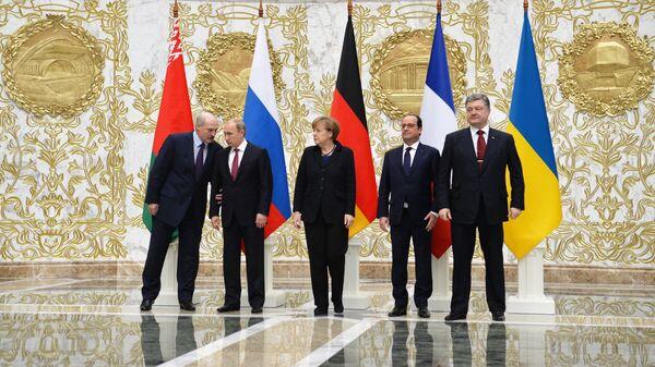 Александр Лукашенко, Владимир Путин, Ангела Меркель, Франсуа Олланд и Петр Порошенко во время переговоров в Минске. Архивное фото
