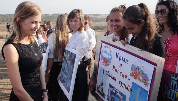 Прокурор Республики Крым Наталья Поклонская на встрече с участниками конкурса детского творчества в Керчи