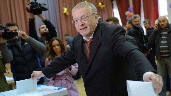 Лидер ЛДПР Владимир Жириновский в единый день голосования на избирательном участке № 2714 в Москве.
