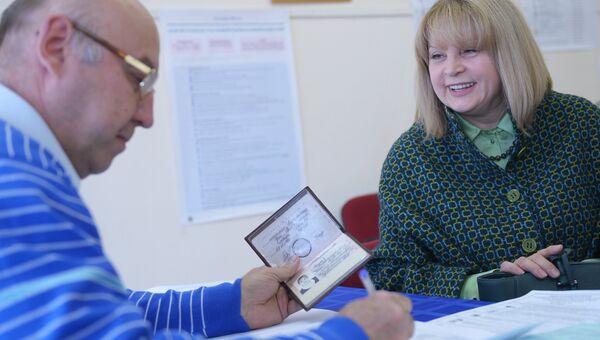 Председатель Центральной избирательной комиссии РФ Элла Памфилова в единый день голосования на избирательном участке в Москве