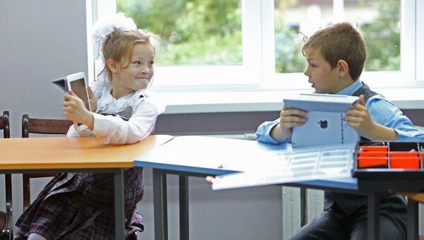 Школьники на уроке информатики. Архивное фото