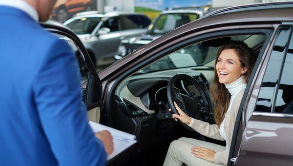 Покупка нового автомобиля в автосалоне в кредит