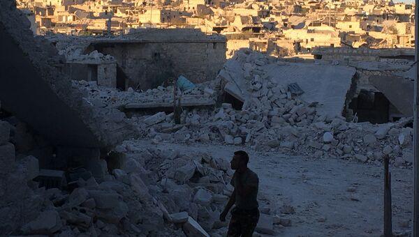 Разрушенные улицы лагеря палестинских беженцев Хандарат на северо-востоке Алеппо