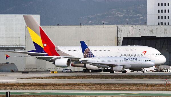 Самолет Airbus A380 авиакомпании Asiana Airlines в аэропорту Лос-Анджелеса, США. Архивное фото