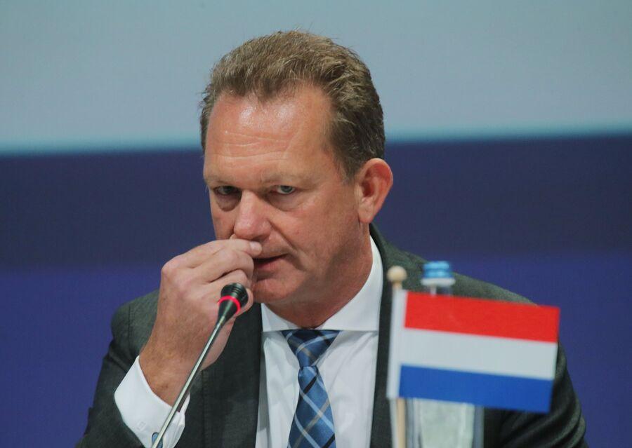 Главный прокурор Нидерландов Фред Вестербеке во время представления доклада по расследованию крушения Boeing 777