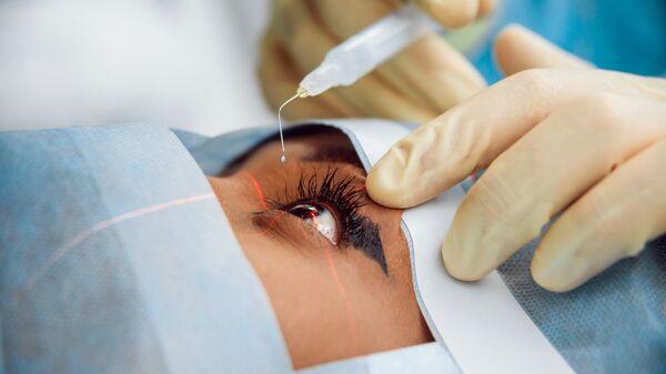 Операция в офтальмологической клинике