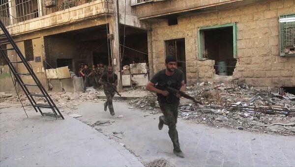 Бойцы сирийской армии в наступлении на позиции боевиков Джебхат-ан-Нусра  в восточном квартале Алеппо Слейман-аль-Халяби. Архивное фото
