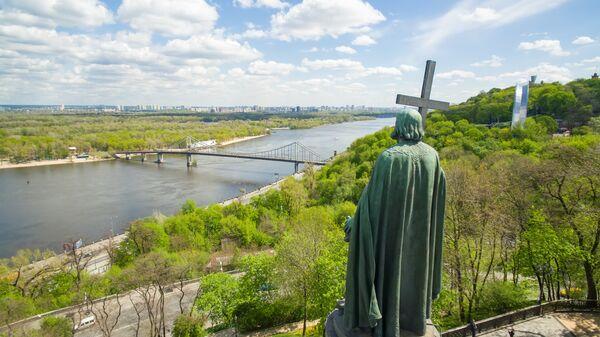 Памятник князю Владимиру в парке Владимирская горка в Киеве