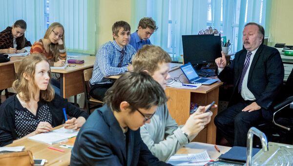 Урок в гимназии. Архивное фото