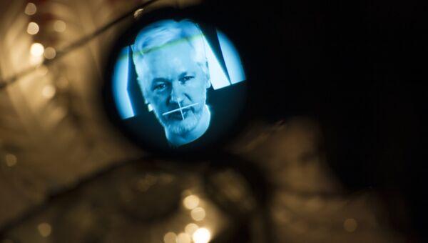 Основатель WikiLeaks Джулиан Ассанж во время видеобращения. Архивное фото